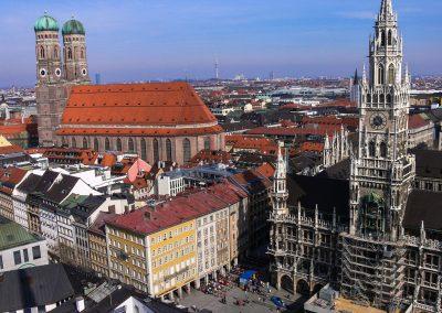 München Rathaus und Dom (Bild: Der Weg)